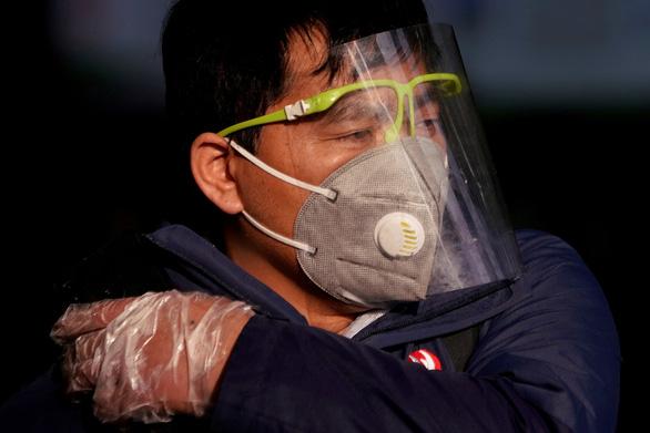Dịch corona ngày 13-2: Hồ Bắc tăng gần 15.000 ca nhiễm mới, bí thư Tỉnh ủy mất chức - Ảnh 4.